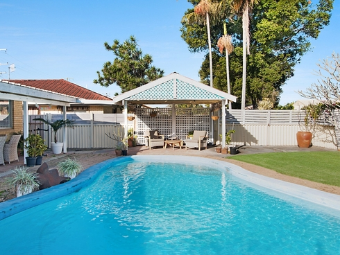 245 Mallawa Drive Palm Beach, QLD 4221