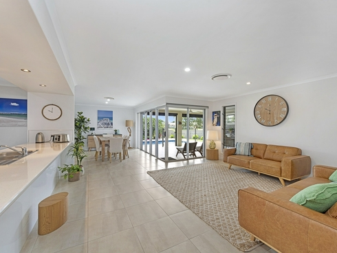 8 Tulipwood Place Coral Cove, QLD 4670