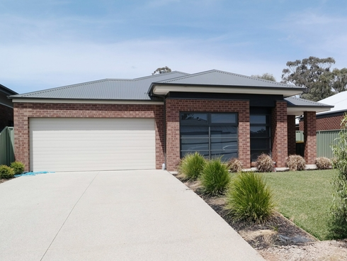 16 Mayflower Drive Moama, NSW 2731