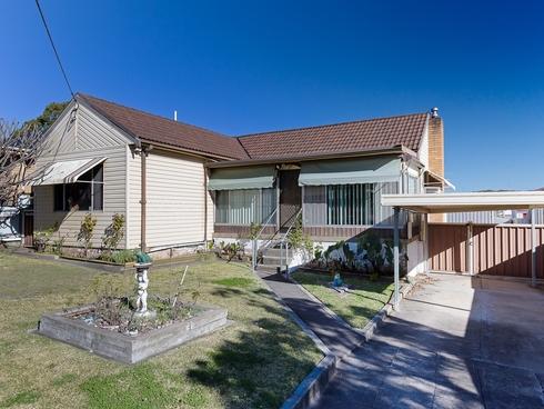17 Wellings Street Warners Bay, NSW 2282
