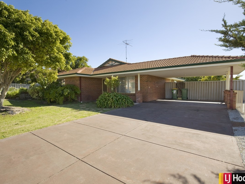 2 Willmott Close Halls Head, WA 6210