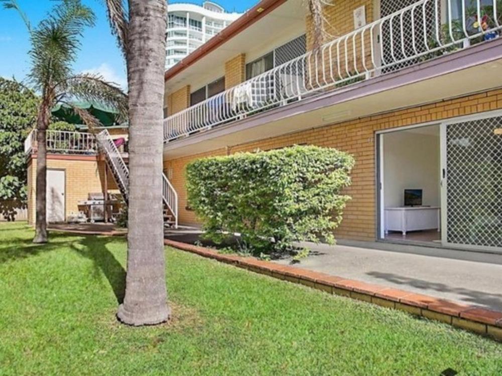 1/26 Cronin Avenue Main Beach, QLD 4217