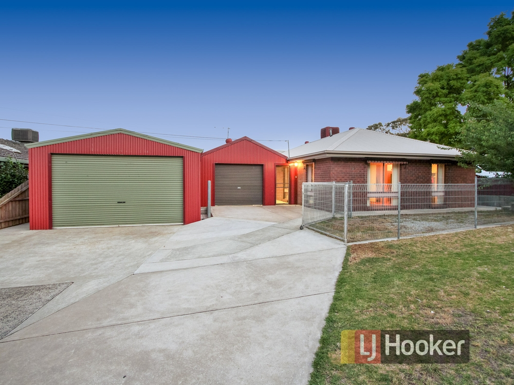 12 Banks road Cranbourne, VIC 3977