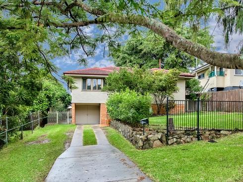 8 Burbank Street Stafford Heights, QLD 4053