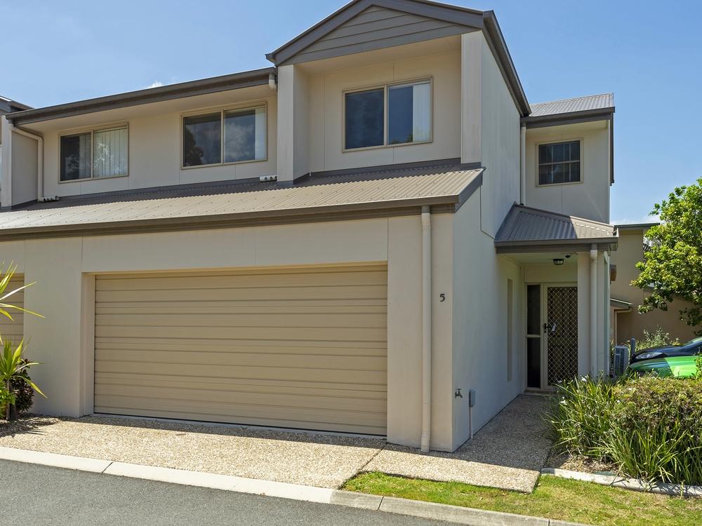 16/2 Weir Drive Upper Coomera, QLD 4209