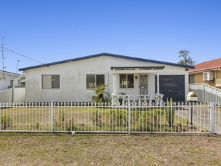 73 Ocean View Road Gorokan , NSW, 2263