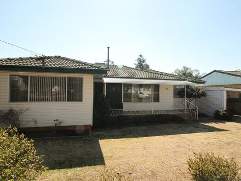 27 Oak Street Tamworth, NSW 2340