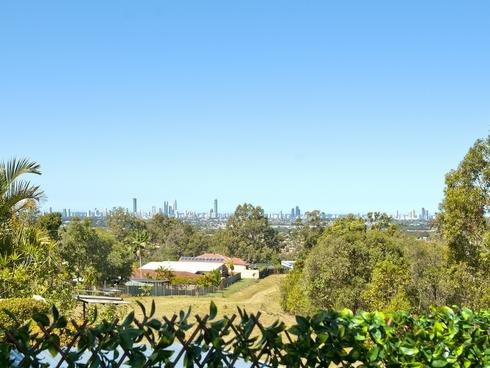 2/66 Kincaid Drive Highland Park, QLD 4211