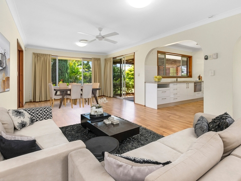 4 Riana Court Helensvale, QLD 4212