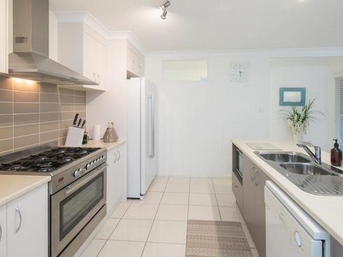 97 School Road Wynnum West, QLD 4178