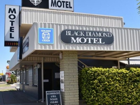 24 Railway Street Blackwater, QLD 4717