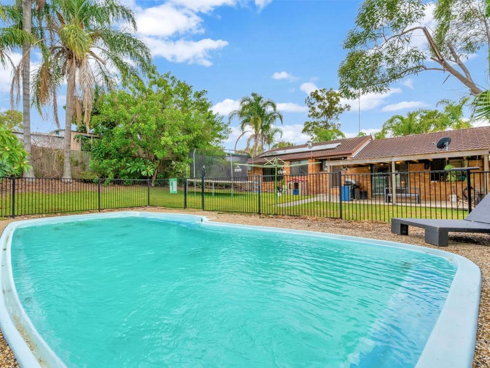 97 Hinkler Drive Highland Park, QLD 4211