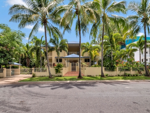 Apartment 1/77 Arlington esplanade Clifton Beach, QLD 4879