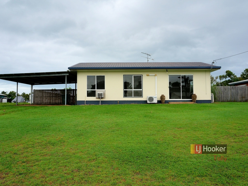 8 Casuarina Street Tully Heads, QLD 4854