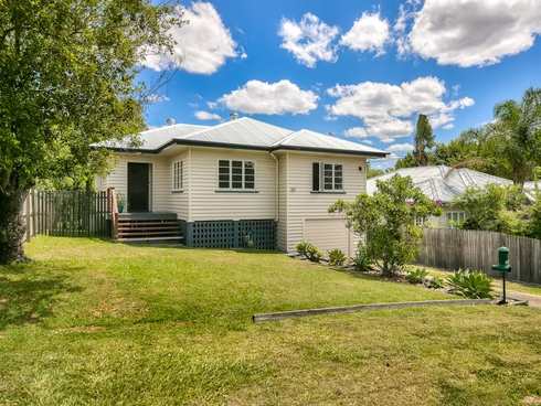 16 Rhodes Street Stafford, QLD 4053