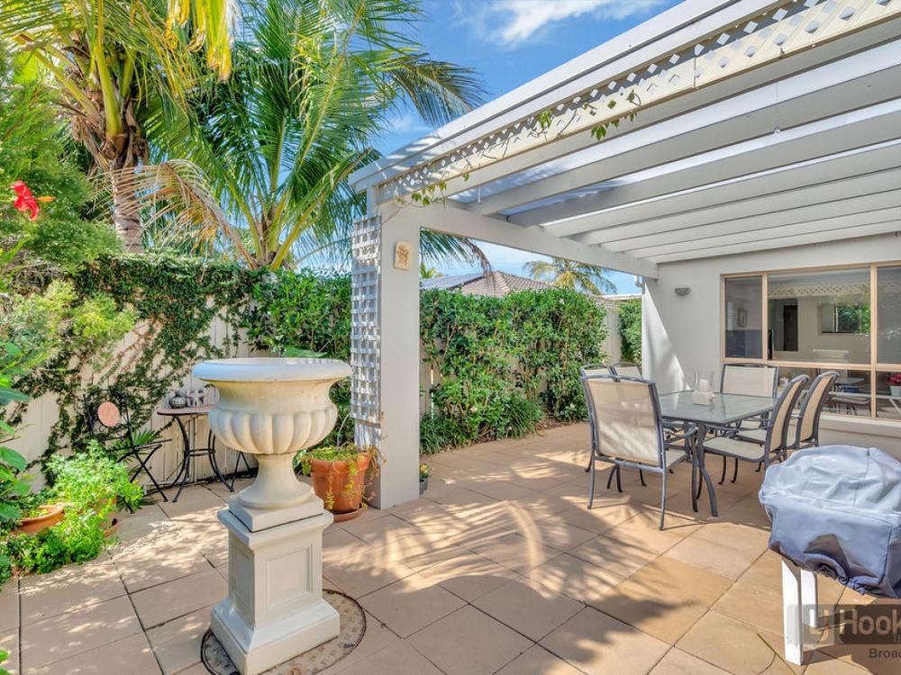2/23 Ray Street Runaway Bay, QLD 4216