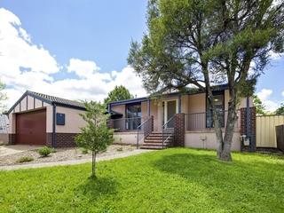 8 Nivison Place Charnwood , ACT, 2615