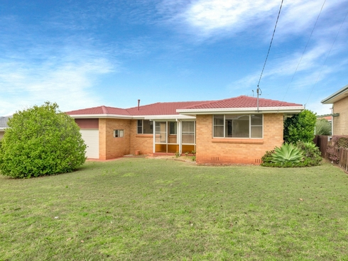 32 Knockator Crescent Centenary Heights, QLD 4350