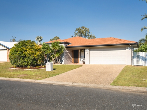 5 Brookside Avenue Norman Gardens, QLD 4701