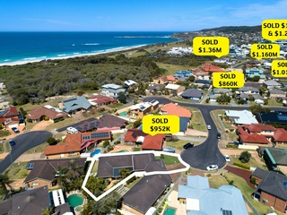 1/8 Caves Court Caves Beach , NSW, 2281